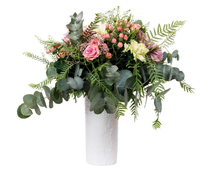 Ramo Flores Nº 28 Rosas ramificadas, rosas, hypericum, Deco, Limonium, verdes varios. Incluye Jarrón - Floristería en Madrid Margarita se llama mi amor
